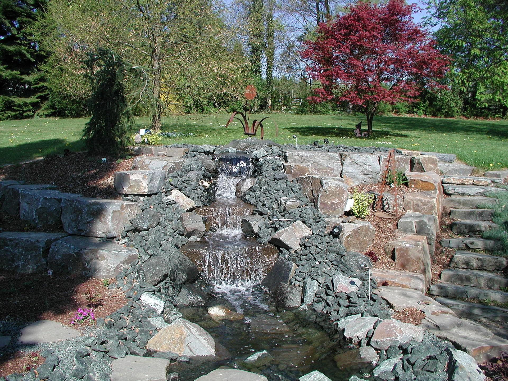 Teiche & Bachläufe: Gartenbau • Gartenplanung • Landschaftsbau